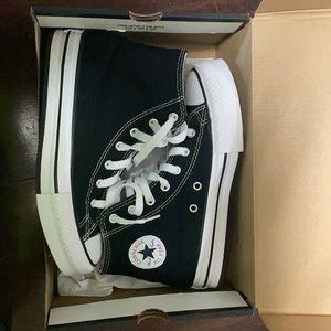 platform converse, comes in box! Black & white
